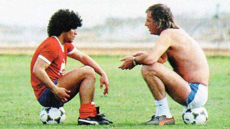 Un joven Maradona junto a Menotti en sus inicios.