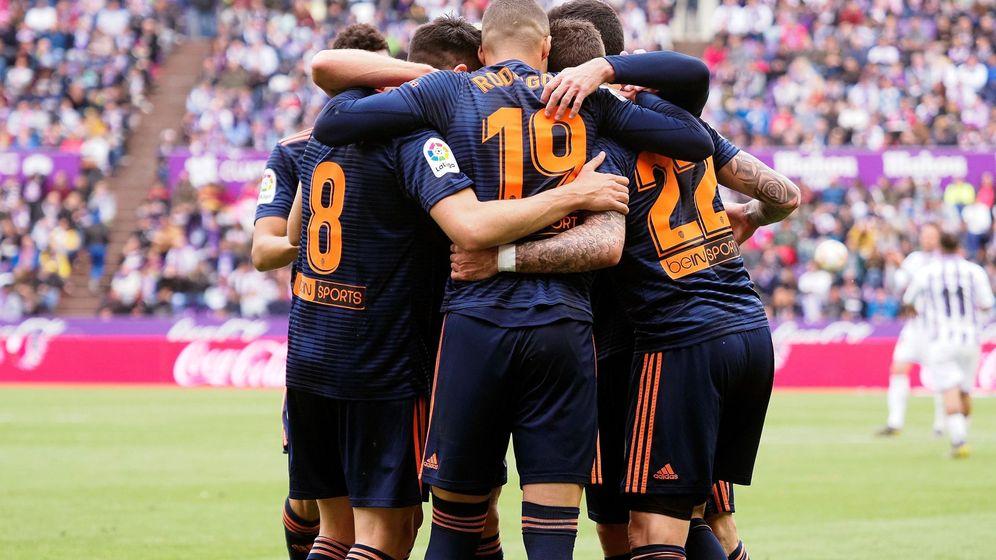 Foto: Futbolistas del Valencia en el José Zorrilla. (EFE)