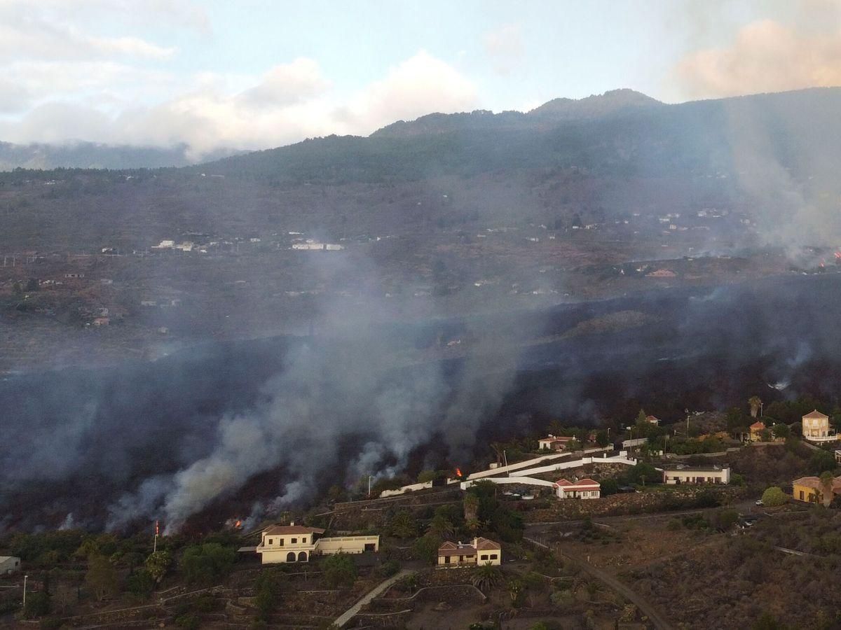 Foto: Avance de la lava del volcán en La Palma. (Reuters)