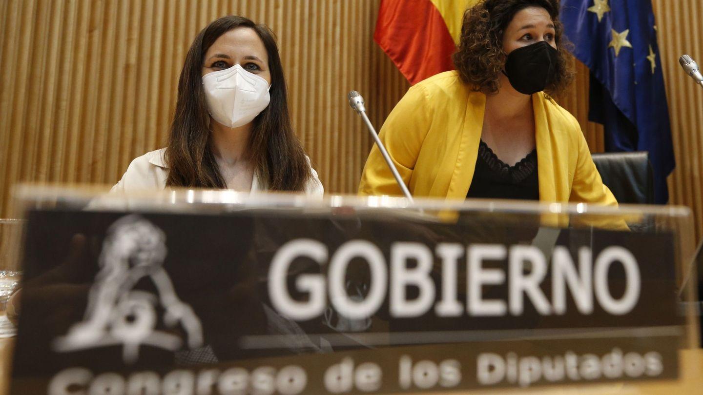 La ministra de Derechos Sociales y Agenda 2030, Ione Belarra (i), esta mañana. (EFE)