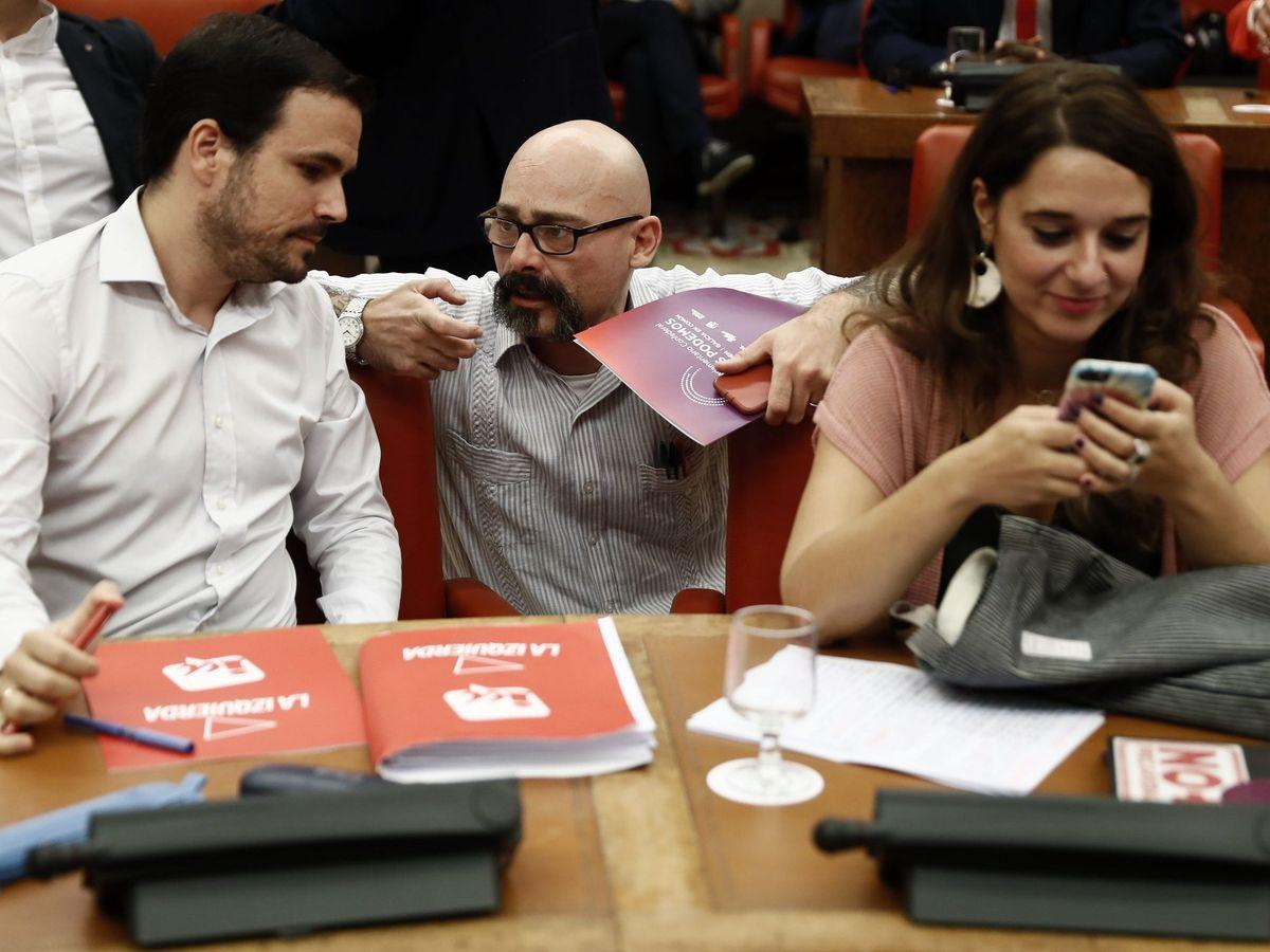 Foto: De i. a d.: Alberto Garzón, Txema Guijarro y Noelia Vera. (EFE)