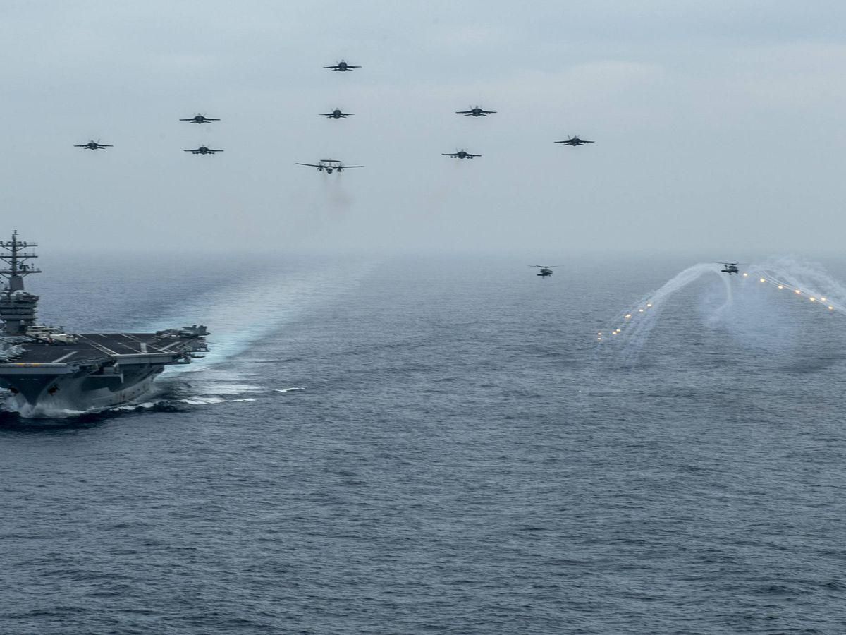 Foto: El USS Nimitz (CVN 68), durante un ejercicio. (US NAVY)