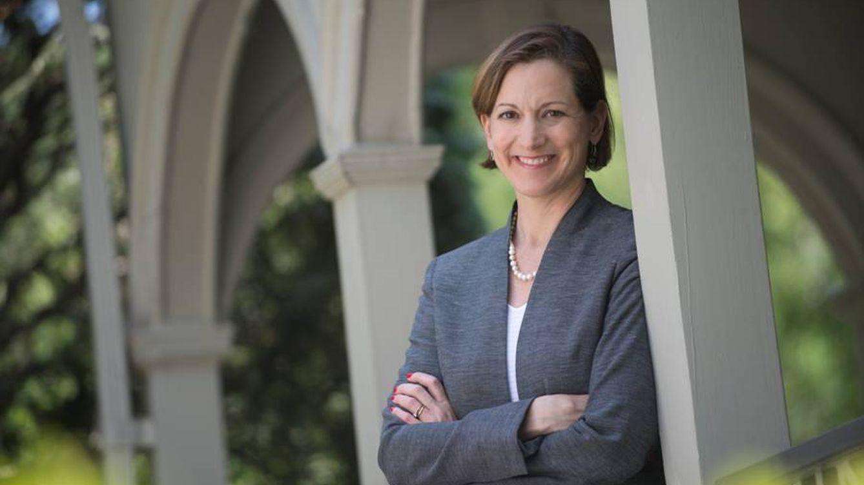 Anne Applebaum: La derecha debe aceptar cambios pero ser el hogar de quienes los temen