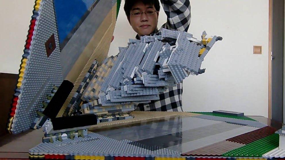 Increíble desplegable de Lego: el castillo Himeji, como nunca lo habías visto