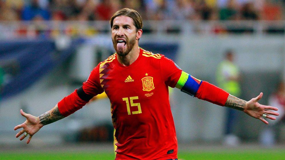Foto: Sergio Ramos celebra un gol de penalti en el partido contra Rumanía. (Efe)