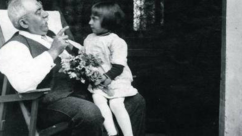 Rodoreda junto a su abuelo en Sant Gervasi