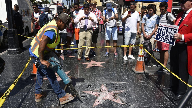 Foto: La estrella del paseo de la fama del presidente Trump, destruida