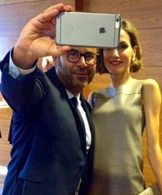 Foto: Jorge Javier Vázquez y la Reina Doña Letizia (Twitter del presentador)