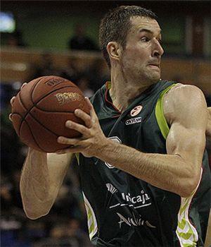 Unicaja termina sufriendo para logar la victoria en la pista del Brose Baskets
