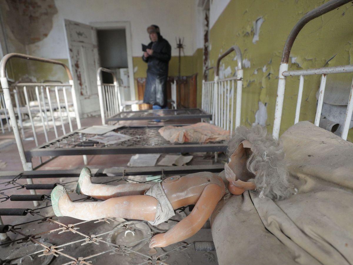 Foto: Un turista visita Chernóbil. (EFE)