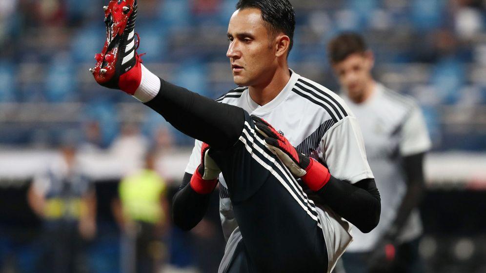 Foto: Keylor Navas durante un ejercicio de calentamiento en el Bernabéu. (Efe)