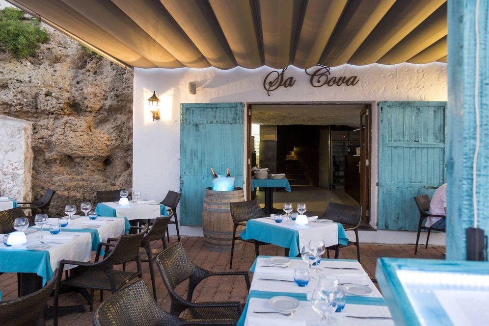 Foto: Sa Cova, un restaurante menorquín vestido de azul.