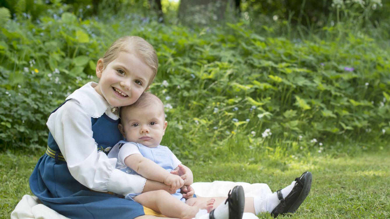 Foto: La princesa Estelle de Suecia con su hermano, el príncipe Oscar