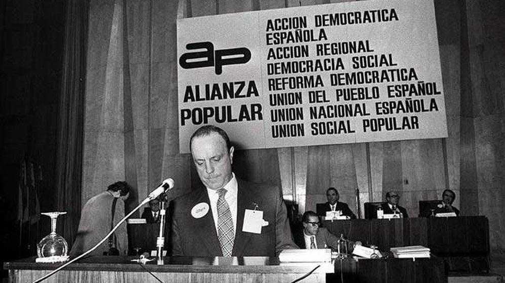 Foto: El fundador de Alianza Popular, Manuel Fraga, en el primer Congreso Nacional del partido. (EFE)