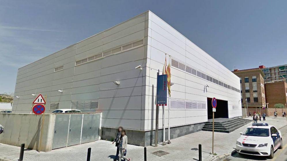"""Foto: La comisaría de Cornellà en la que Abdelouahab Taib fue abatido tras entrar al grito de """"Allahu Akbar"""". (Google Maps)"""