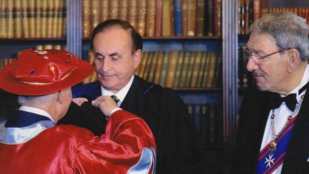 La Cámara de Comercio de Alicante premia al hotelero de los papeles de Panamá