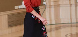 Post de Así ha reconvertido la reina Letizia (con éxito) uno de sus looks más criticados