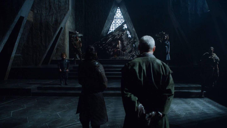 Imagen del tercer capítulo de la séptima temporada con Jon Nieve en la sala del trono de Rocadragón