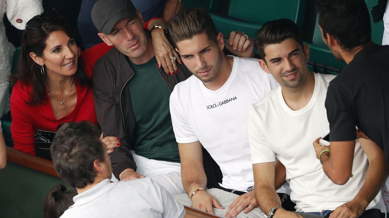 Foto: Zinedine Zinade y Veronique Fernández, con sus hijos mayores, Enzo y Luca, en el Roland Garros. (EFE)