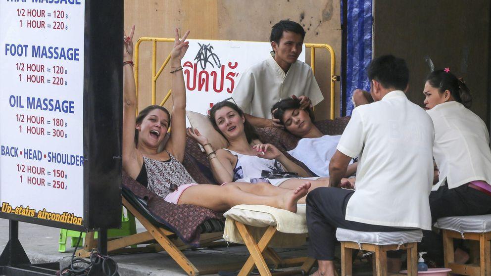 Cuidado con los masajes playeros: son ilegales y producen infecciones