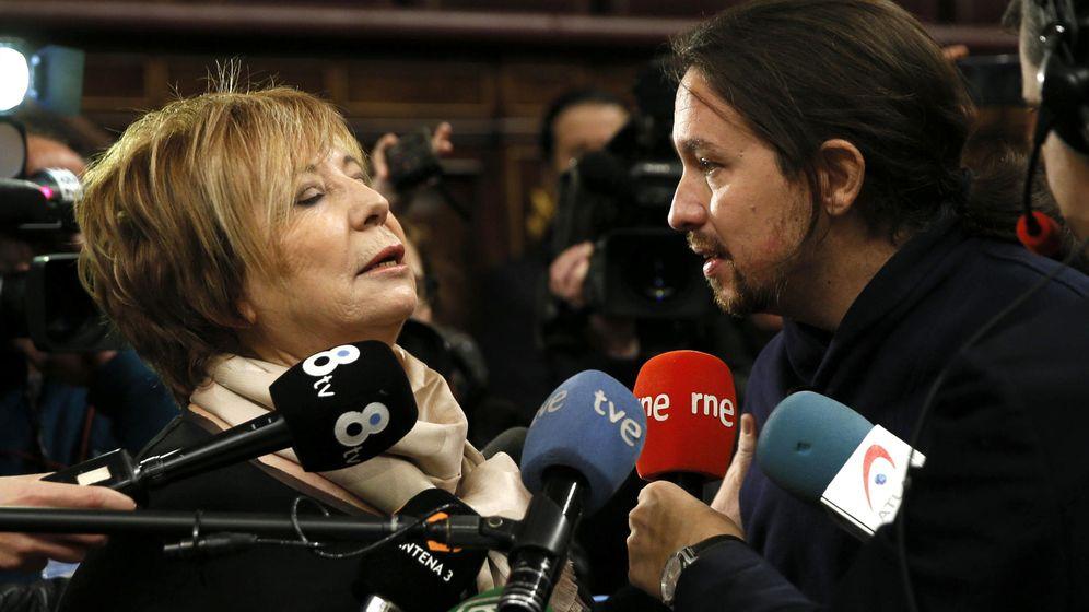 Foto: La vicepresidenta primera del Congreso de los Diputados, Celia Villalobos, y el líder de Podemos, Pablo Iglesias, en el Congreso. (Efe)