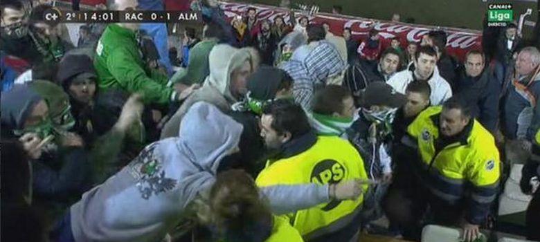 Foto: La afición del Racing de Santander estalla: invade el palco y agrede a su presidente