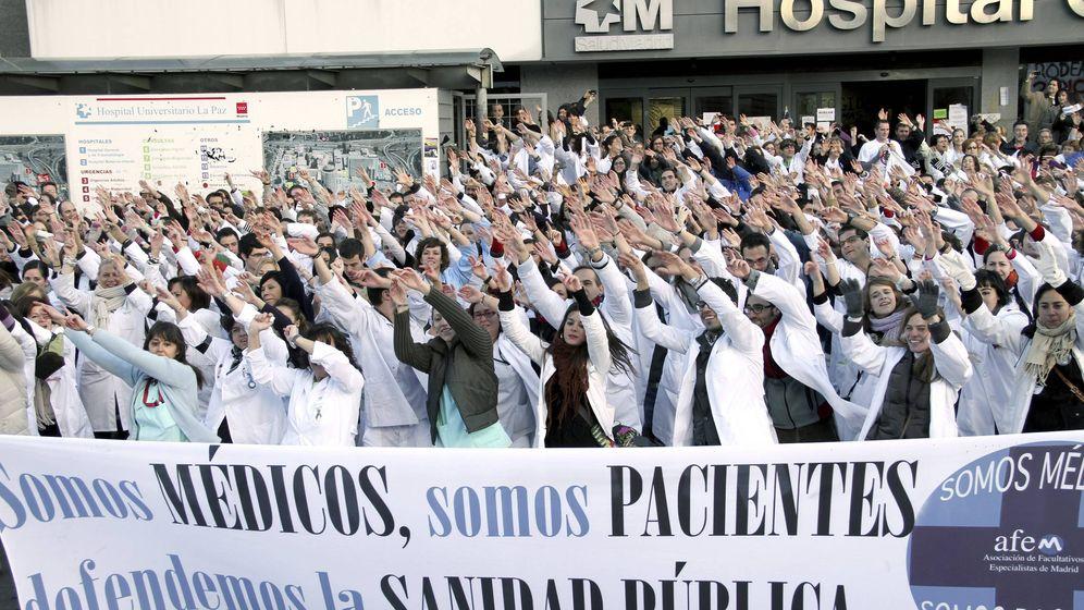 Foto: Médicos madrileños en huelga contra la privatización de la Sanidad pública. (EFE)