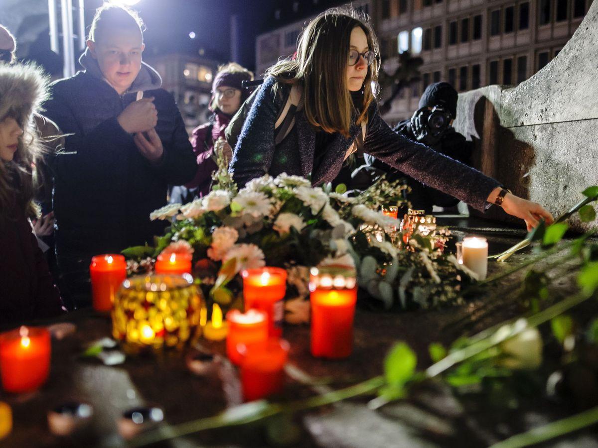 Foto: Un memorial en recuerdo de las víctimas de los tiroteos de este jueves en Hanau. (EFE)
