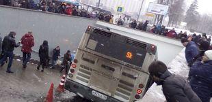Post de Al menos cinco transeúntes muertos tras irrumpir un autobús en una acera en Moscú