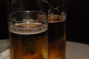 Trinidad Jiménez fija como nuevo frente las ofertas en alcohol para beber más por menos