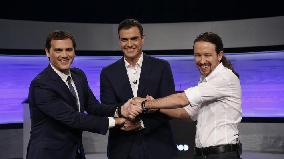 Foto: Albert Rivera, Pedro Sánchez y Pablo Iglesias, antes de comenzar el debate electoral. (Cordon Press)