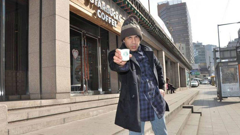 El informático 'hooligan' del Starbucks: He visitado 14.000 y en España casi me pegan