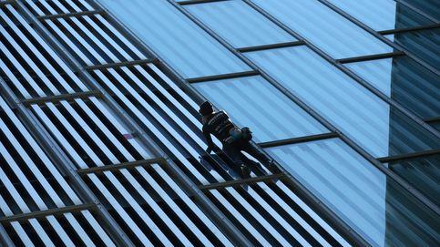 El 'Spiderman francés' escala sin cuerdas un hotel de Barcelona