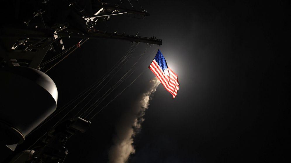 Foto: Un misil Tomahawk es disparado desde el USS Porter de la marina estadounidense el 7 de abril de 2017. (Reuters)