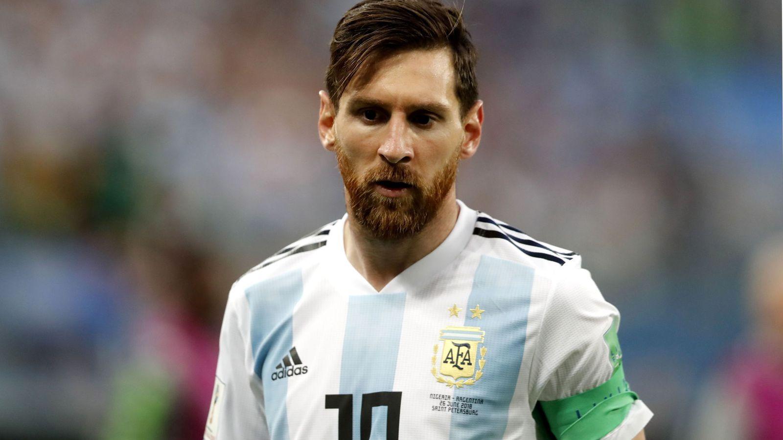 Foto: Messi con la mirada perdida durante su participación en el Mundial de Rusia. (Efe)