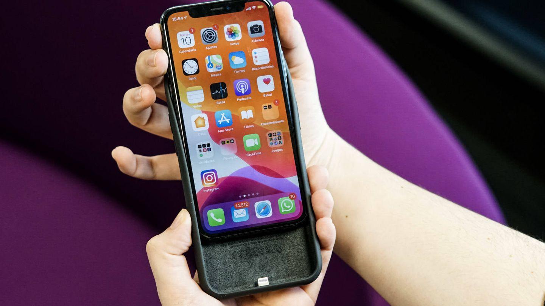 El iPhone 11 Pro con la Smart Battery Case. (M. Mcloughlin)