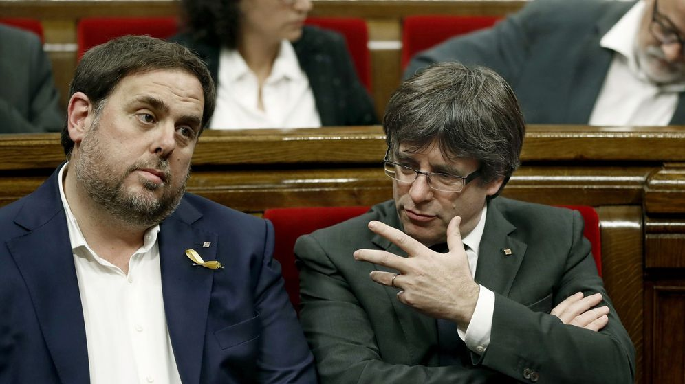 Foto: Fotografía de archivo del líder de ERC, Oriol Junqueras (i), y el líder de JXCAT, Carles Puigdemont. (EFE)