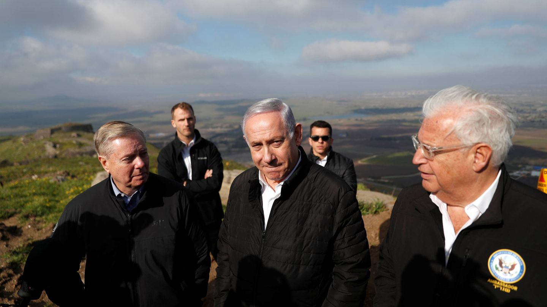 Benjamin Netanyahu, el senador republicano Lindsey Graham y el embajador de EEUU en Israel David Friedman durante una visita a los Altos del Golán, el 11 de marzo de 2019. (Reuters)