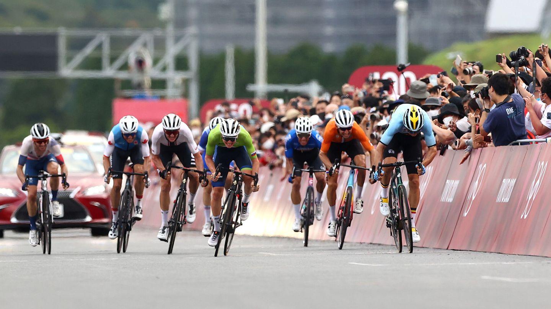 Van Aert (d) ganó a Poga?ar el sprint por la plata. (Reuters)