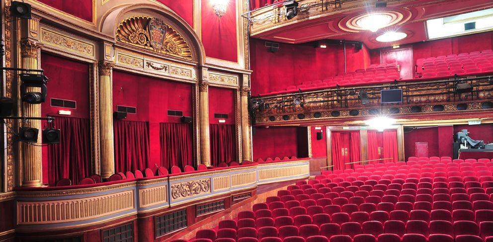 Teatro la sgae vende a precio de saldo dos teatros en Teatro principe gran via