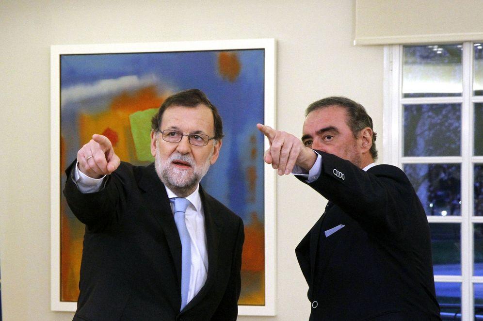 Foto: Carlos Herrera, en una entrevista con Mariano Rajoy en Moncloa, el pasado mes de marzo. (EFE)