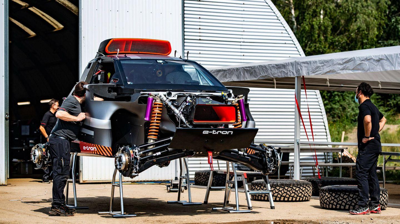 En julio se han realizado las primeras pruebas internas con el RS Q e-tron, y Audi quiere alinear el coche en varios raids antes de acabar el año.