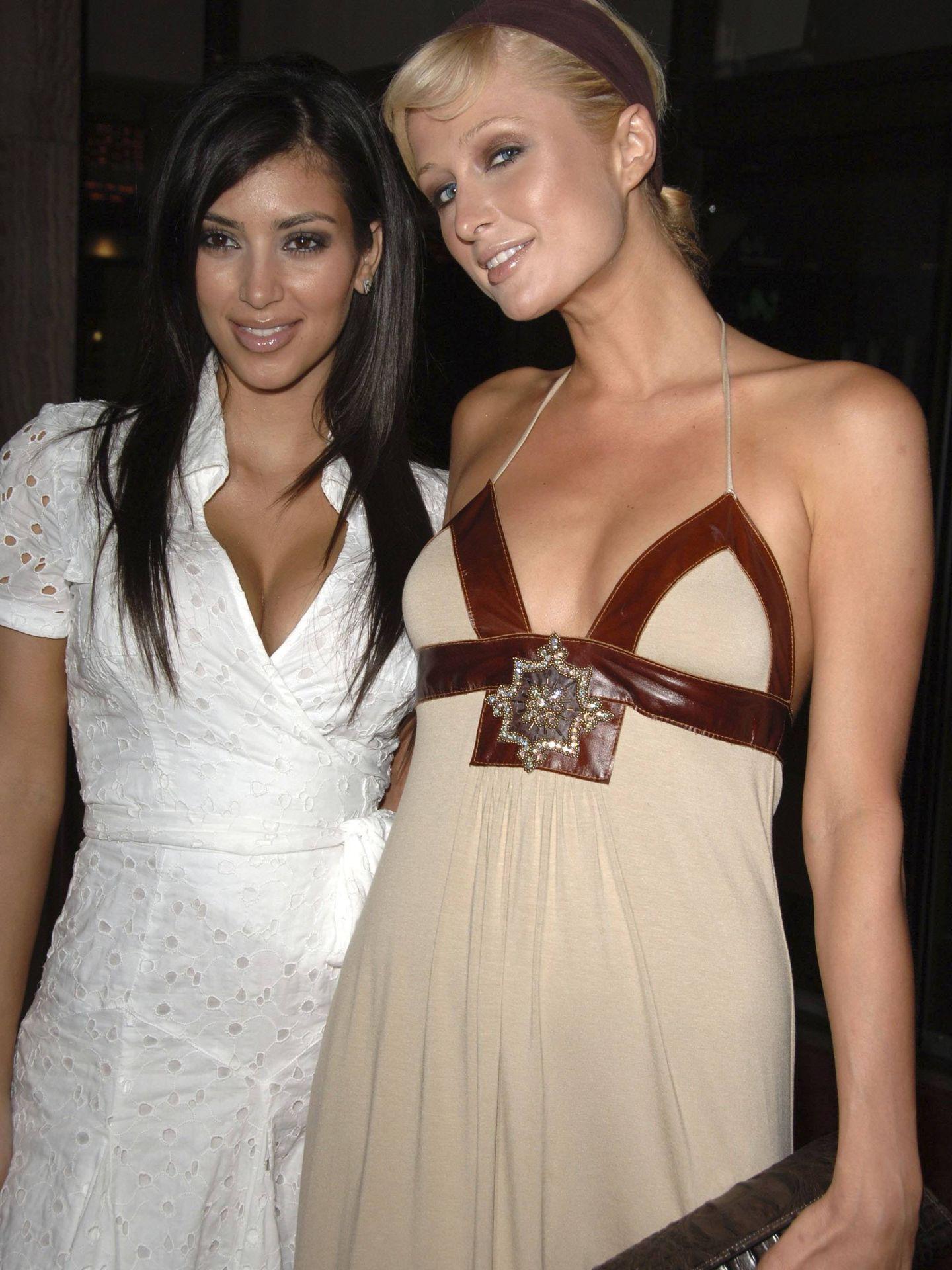 Kim Kardashian y Paris Hilton, en 2006. (Getty)