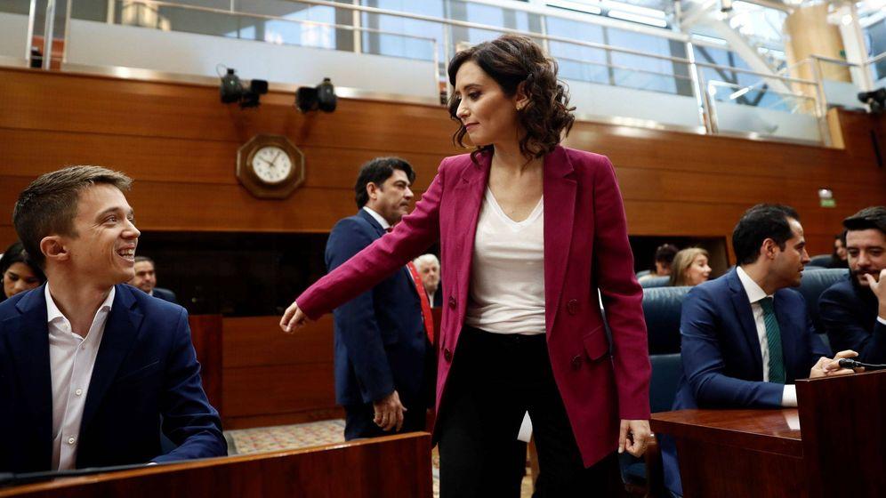 Foto: Isabel Díaz Ayuso (d) y el candidato de Más Madrid a la Presidencia de la Comunidad de Madrid, Iñigo Errejón. (EFE)