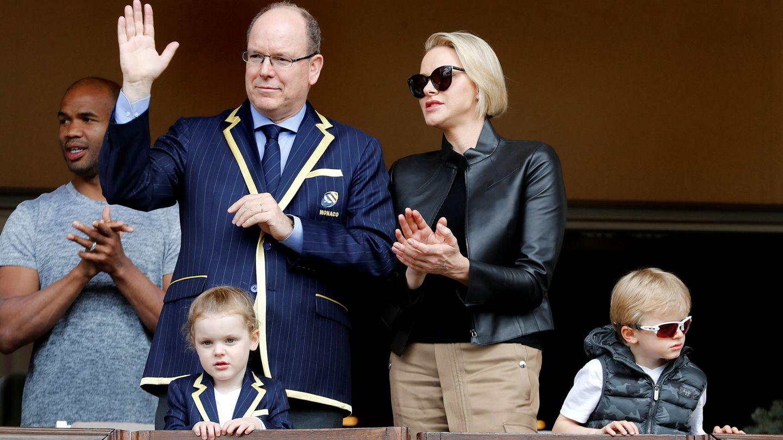 Alberto y Charlène de Mónaco junto a sus hijos. (Reuters)