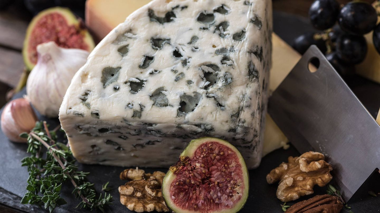 Queso azul con nueces y canela, una opción proteica y deliciosa. (Pixabay)