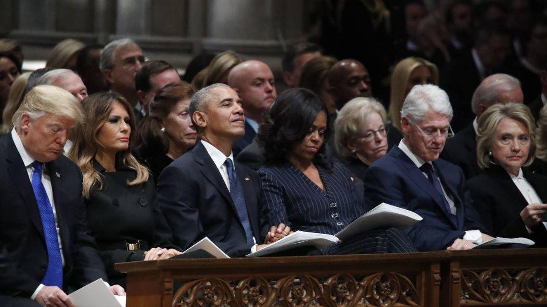 De izquierda a derecha, los Trump, los Obama y los Clinton, en el entierro de George Bush. (Getty)