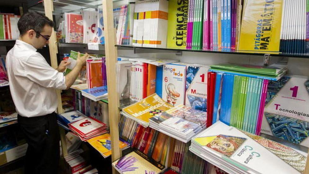 Foto: Libros de texto de varias editoriales. (EFE)