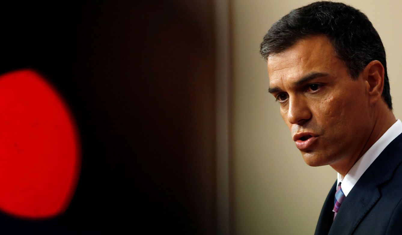 Foto: Pedro Sánchez, durante su comparecencia ante los medios en el Congreso, tras su reunión con el Rey. (Reuters)