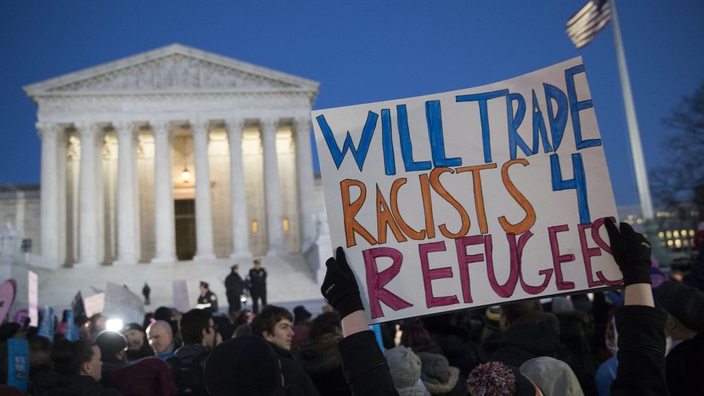 Foto: Senadores estadounidenses se manifiestan contra el veto antimigratorio de Trump. (EFE)
